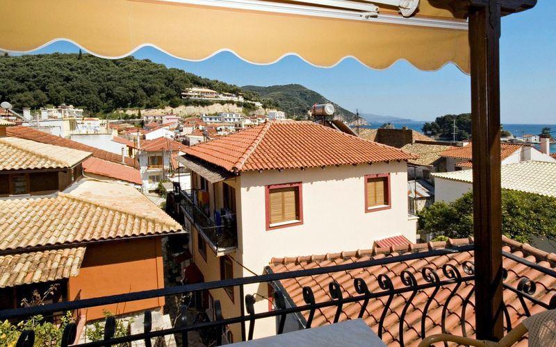 Utsikt fra balkongen – Acropol Tourist i Parga
