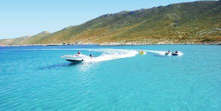 Vannsport på den private stranden på Aegean View Aqua Resort