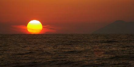 Solnedgang over Agios Gordis på Korfu