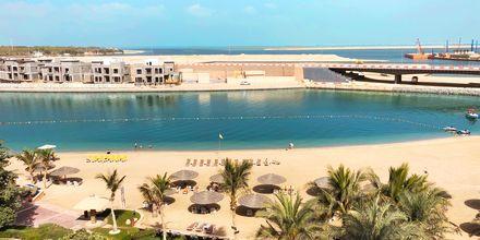 Stranden og utsikten fra hotellet