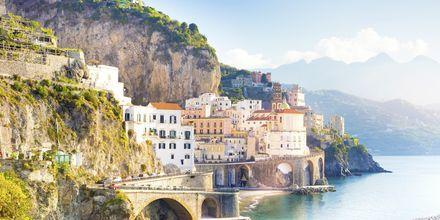 Byen Amalfi på Amalfikysten i Italia.