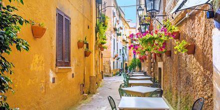 Uteservering på Amalfikysten i Italia.