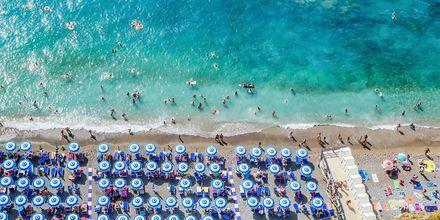 Strand på Amalfikysten i Italia.