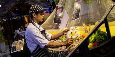 Ta turen på nattmarked og smak på Thailands spesialiteter