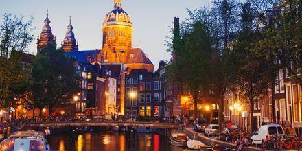 Nyt kveldene i Amsterdam, Nederland.