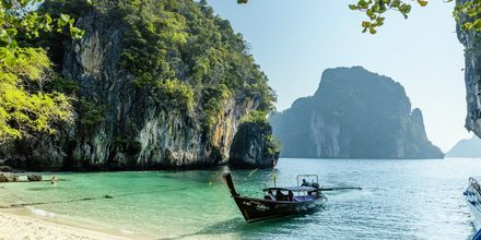 Koh Lao Lading ligger ca. 5 kilometer vest for fastlandet