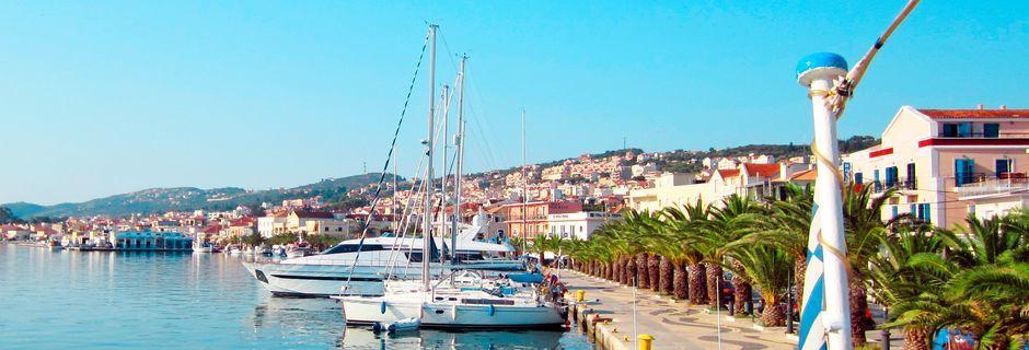 Havnepromenaden i Argostoli, Kefalonia, Hellas.