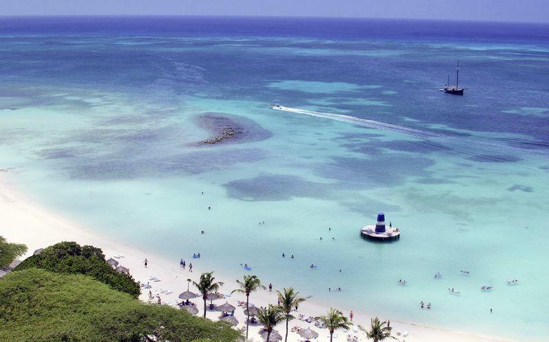 Velkommen til Aruba! Her venter hvite sandstrender, turkist hav og tropiske vekster.