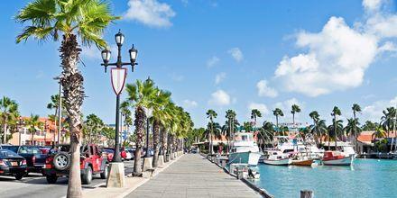 På Aruba er temperaturen rundt 26-28 grader, hvilket gjør det til et perfekt reisemål året rundt.