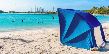 På Baby Beach på Aruba finnes det praktiske UV-telt som passer barnefamilien perfekt!