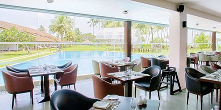 Restauranten Breeze ved bassenget