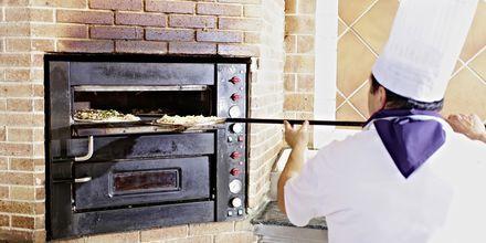 Pizzaovnen i den italienske restauranten på hotellet