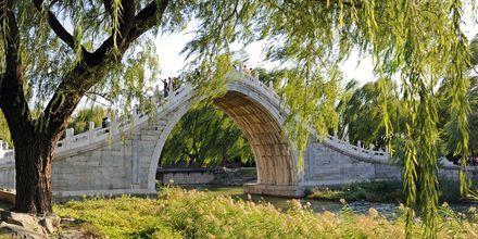 Sommerslottet, eller Yiheyuan er et slott med en park på 2,9 kvadratkilometer.