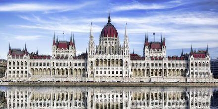 Parlamentet i Budapest er en staselig bygning.