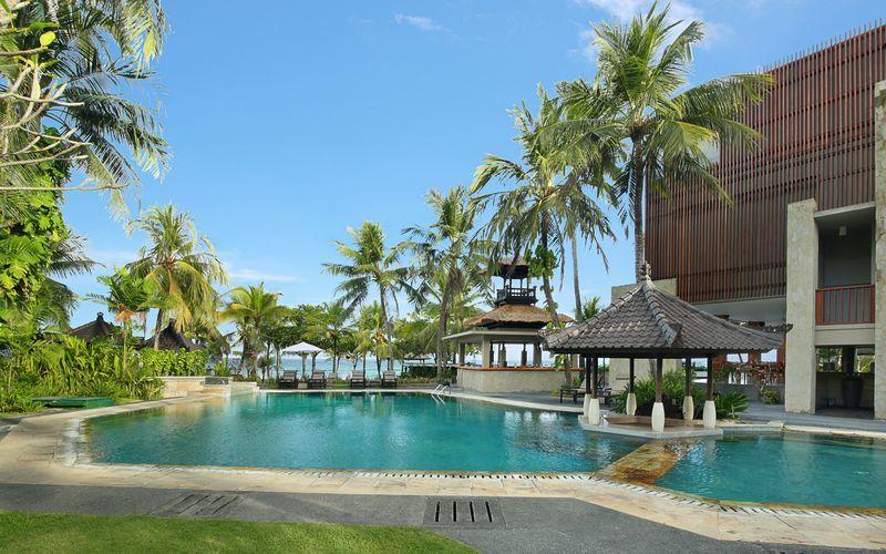 Bassengområdet  på Candi Dasa Beach Resort & Spa