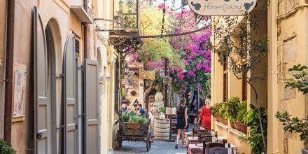 På Premiumreisene Klassisk og Mat & Vin får du en byvandring i Chania by