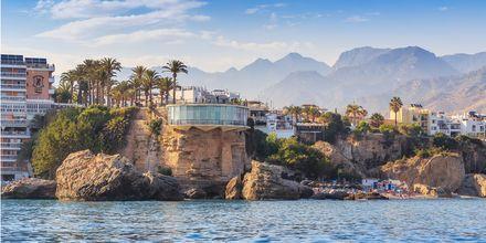 Nerja er en koselig plass, kun en time unna Malaga. Her er Balcón de Europa, et landemerke i byen.