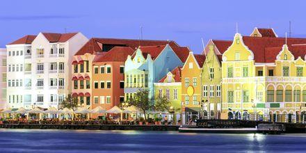 Kveld i Willemstad - her venter restauranter, barer og underholdning.
