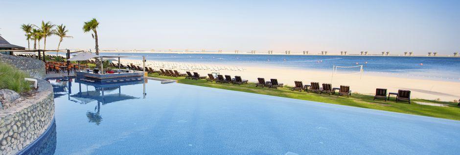 Utsikt fra bassengkanten på JA Jebel Ali Beach