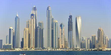 Dubai ligger bare 55 minutter unna.