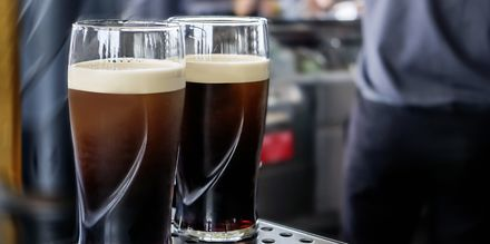 Det mørke ølet Guinness kommer fra Irland og er et veldig populært øl i Dublin.