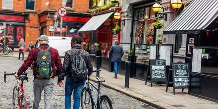 Folkeliv i området Temple Bar i Dublin.