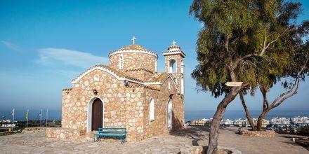 Den lille kirken Profeti Elia ligger en spasertur unna