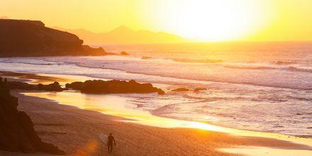 Solnedgang over stranden La Pared