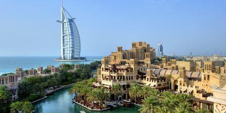 Luksushotellet Burj Al Arab i det fjerne