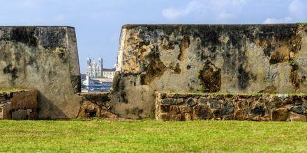 De høye murene på Galle Fort
