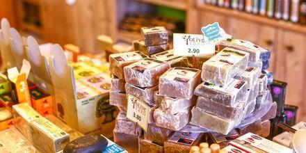 Såpe laget på olivenolje og andre lokale produkter er hyggelige smågaver å ta med seg hjem