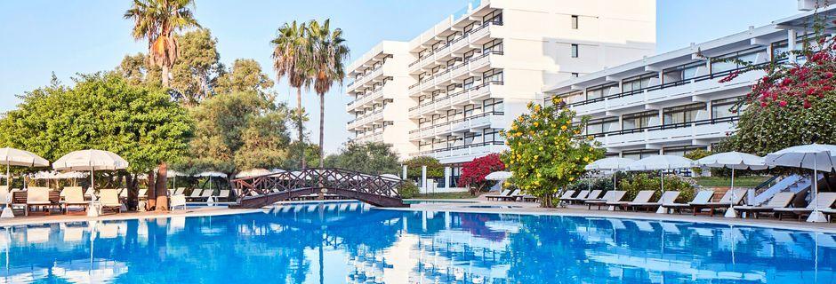 Bassengområdet på hotell Grecian Bay, Kypros