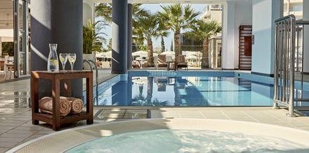 Innendørsbassenget på hotell Grecian Park, Kypros.