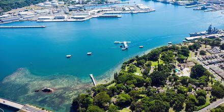 En kjent severdighet i Honolulu er minnesmerket etter angrepet på Pear Harbour.