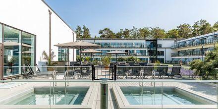 Ved bassenghuset finnes to oppvarmede basseng.