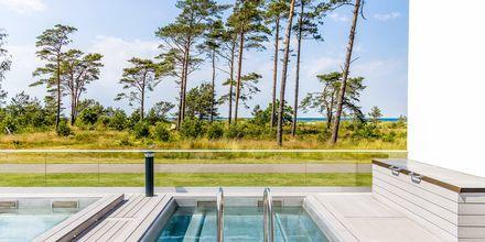 Nyt den fine utsikten fra bassenget.
