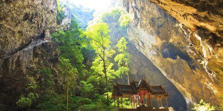 Phraya Nakhon-grotten ligger utenfor Hua Hin og er en severdighet som det absolutt er verdt å få med seg.