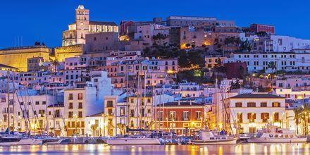 Ibiza på kvelden er et vakkert syn.