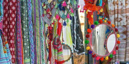 Hva med å shoppe på Ibizas hippiemarkeder.