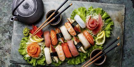 Opplev japanske delikatesser. Her et sushi-fat.