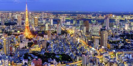 Tokyo i Japan om kvelden.