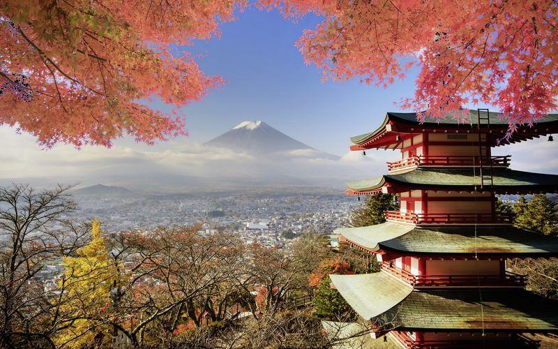 Japans høyeste fjell, Fuji – samt et vakkert tempel.
