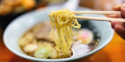 Japan er nudlenes hjemland og finnes i alle mulige varianter her. De serveres ofte i en ramensuppe.