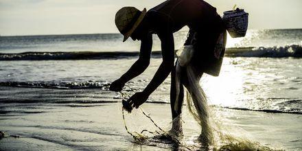 Fiskere på stranden i Jimbaran