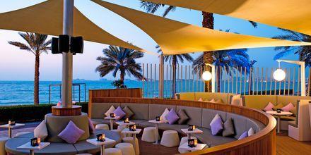 En av barene på Sheraton Jumeirah Beach