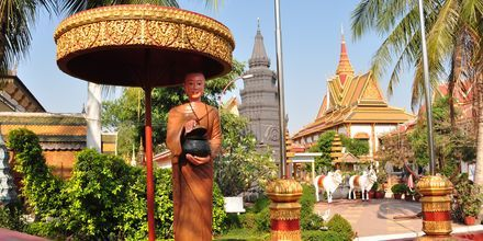 Munkestatue i en kano ved Preah Promreath Pagoden.