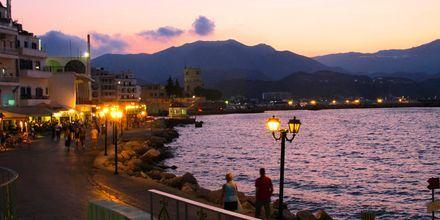 Fra strandpromenaden i Karpathos by