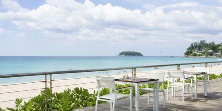 Hotellet Katathani Phuket Beach Resort & Spa ligger rette ved Kata Noi Beach