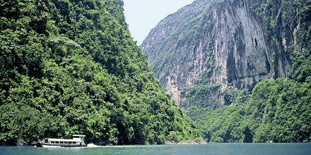 Yangtze-elven i Kina lokker med vakker natur og mektige fjell.