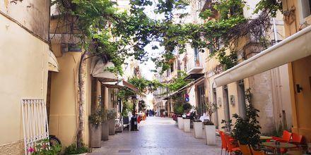 I sjarmerende Korfu by ser du vakre gater i venetiansk, fransk og engelsk stil.